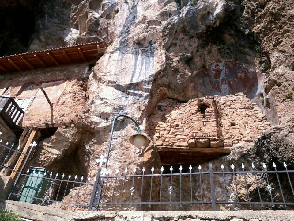 """Пештерна црква """"Св. Архангел Михаил"""" - Радожда, Струга (14 век)"""