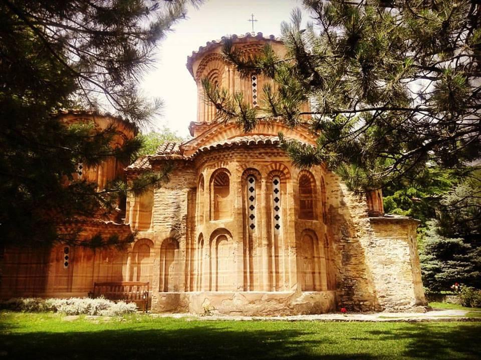 Црквата Св. Богородица Елеуса (1080) сликана едно јунско утро во 2016